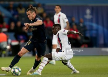 PARIS, FRANCE - SEPTEMBER 18: Gareth Bale of Real Madrid and Idrissa Gueye of Paris Saint Germain battle for the ball during the UEFA Champions League group A match between Paris Saint-Germain and Real Madrid at Parc des Princes on September 18, 2019 in Paris, France. (Photo by TF-Images/Getty Images)